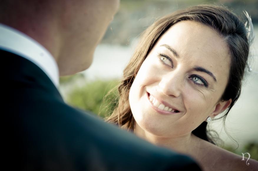 Noemie Artycam fotografía Postboda novios novia sonrisa playa de Toró LLanes