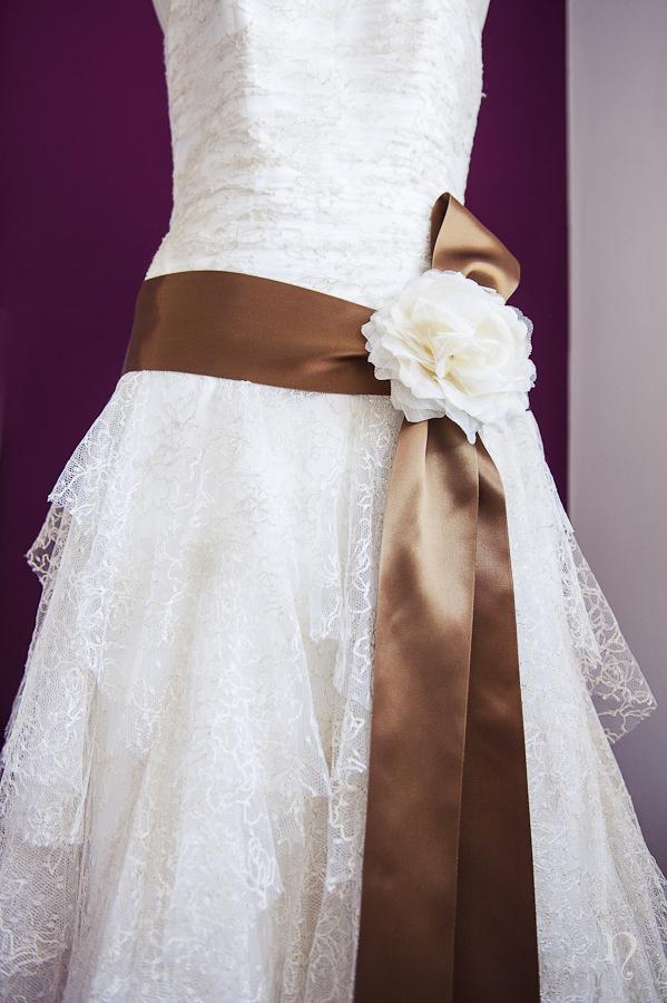 vestido novia Pepe Botella flor lazo marron Noemie artycam fotografia fotografos Robla boda León
