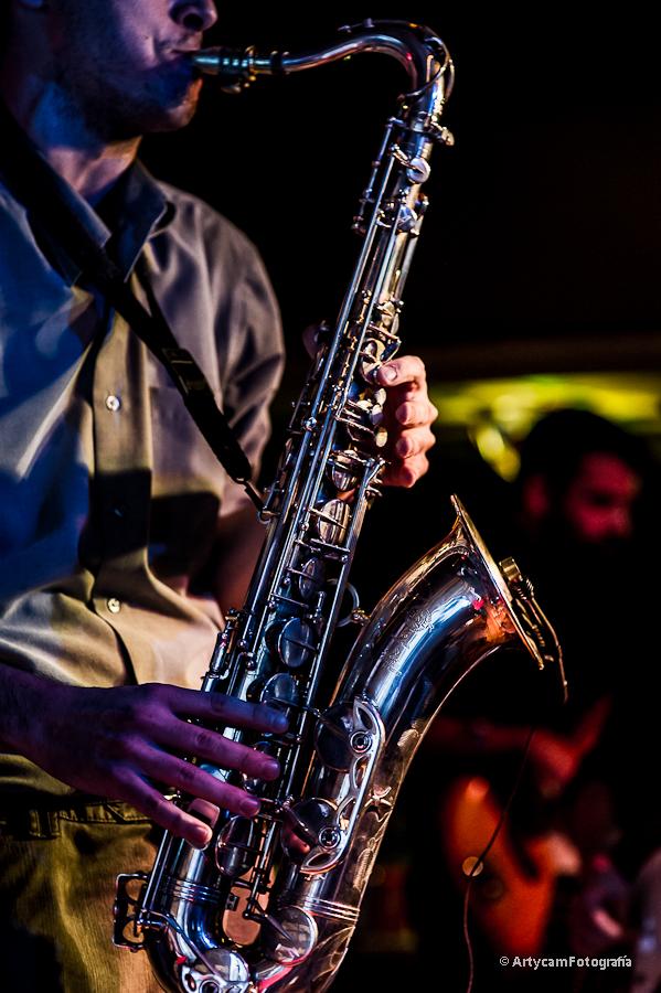 Fernando Bonet saxofon Midnight Shots Noemie Artycam Fotografia documental música conciertos grupos El Gran Café