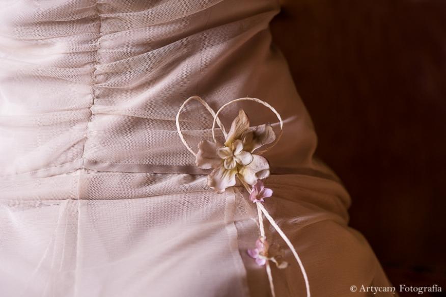 detalle flor vestido novia rosa palo