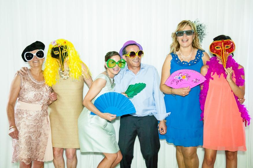 Photocall grupo gafas máscaras venecianas boina abanicos artycam fotografia León