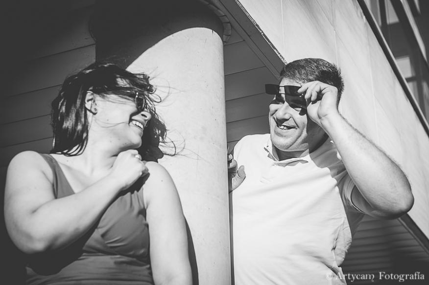 fotografía diferente blanco y negro preboda parejas Artycam León gafas sol
