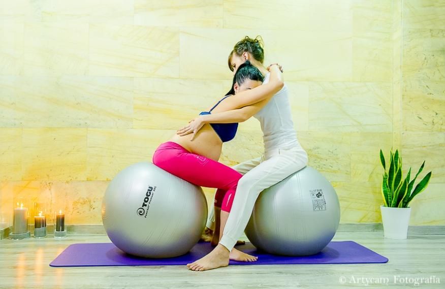 Fisioterapia embarazo ejercicio balones velas chica embarazada