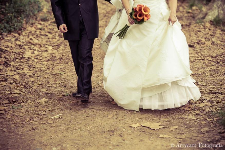 postboda otoño romanticismo trajes novios caminar bosque hojas chopos artycam documental