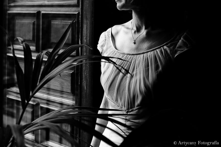 ventana planta novia blanco negro elegancia belleza pecho San Marcos